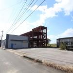 事業用地としても使えます!倉庫は前面改装、トイレやキッチンは新品で事務所兼倉庫として利用できます!!高速シャッター付き!!